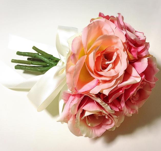 100均一の造花で手作りウェディング